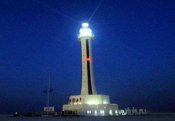 英语新闻报道:中国启用南沙渚碧礁灯塔