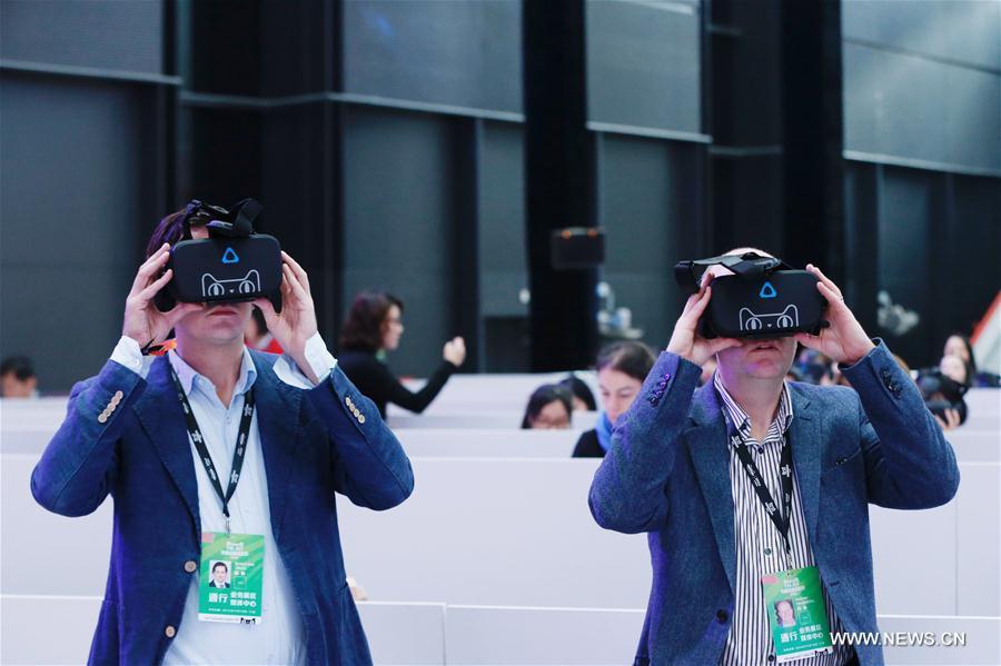 阿里巴巴天猫全球首家VR购物商店