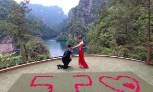 520表白:数千中国情侣庆祝他们的爱情