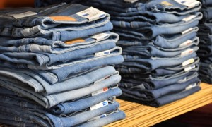 必备单品要落单?疫情期间牛仔裤销量骤减