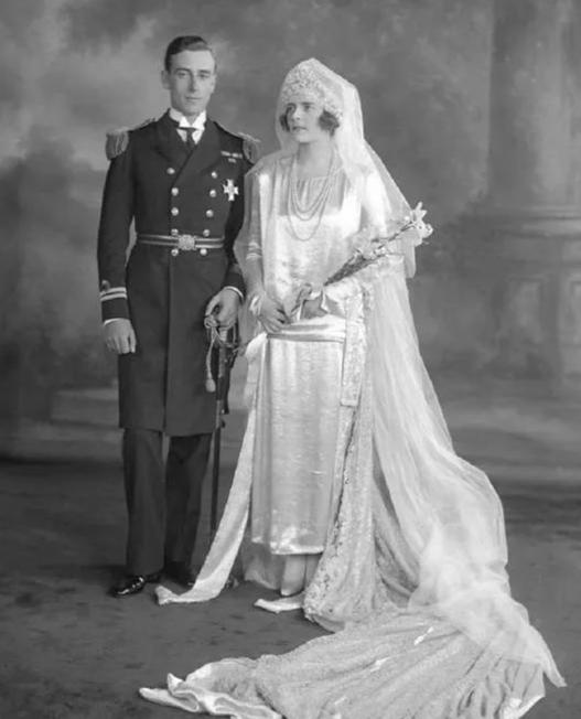 八国王位继承人,与妻子互戴绿帽,指导查尔斯谈恋爱