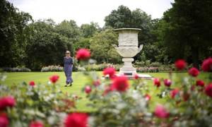 """英国女王私人花园首度对公众开放 游客直呼""""被宰"""""""